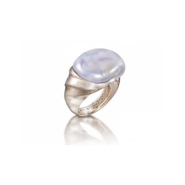 18 KARAT YELLOW GOLD RING SET WITH A 17 X 23 MM WHITE BAROQUE FRESH WATER PEARL BY YVEL DESIGN
